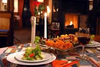 Am Kamin ein leidenschaftliches mehrgängiges Abendessen erleben