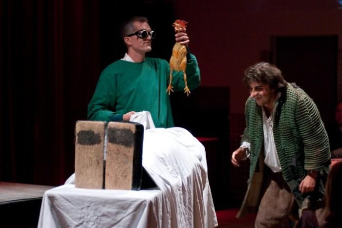 Dr. Frankenstein und sein Gehilfe Eigor bei der Arbeit